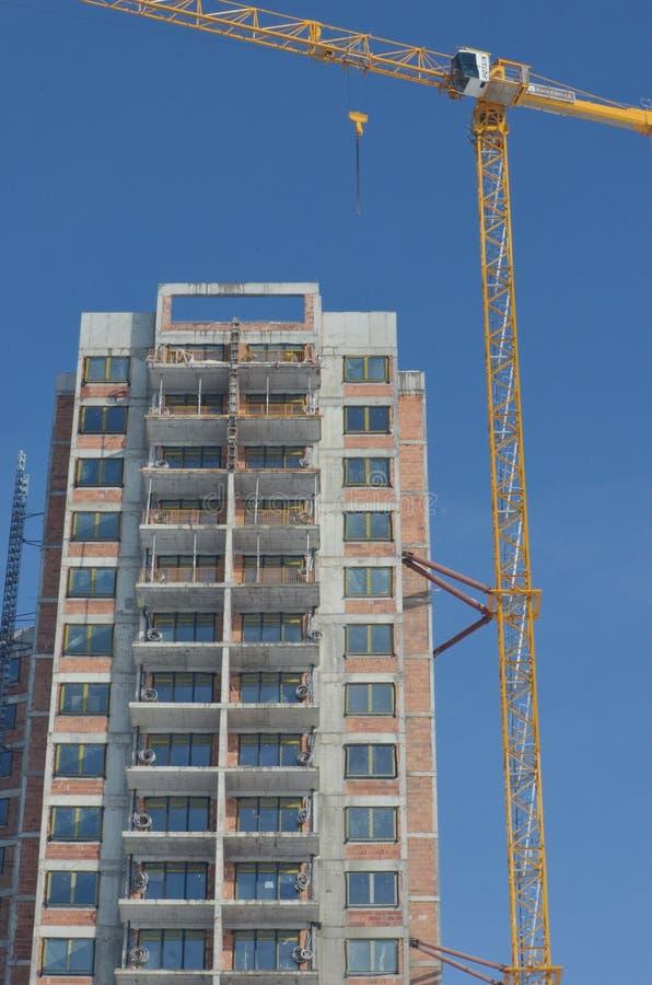 Canteiro de obras do edifício com guindaste imagem de stock
