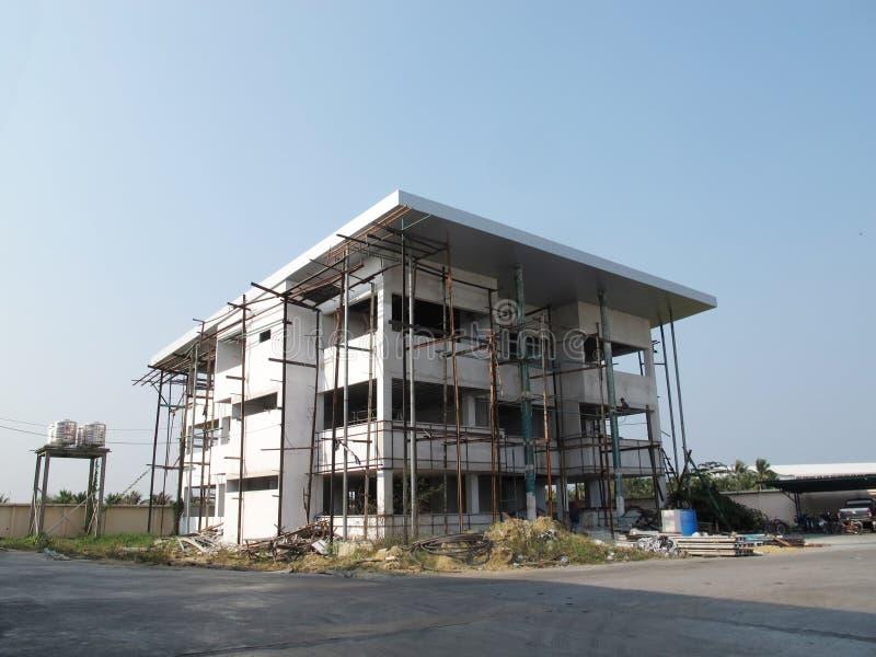 Canteiro de obras do prédio de escritórios em Tailândia foto de stock