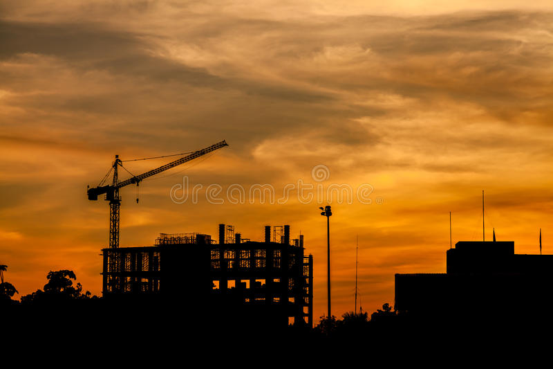 Canteiro de obras no por do sol fotos de stock royalty free