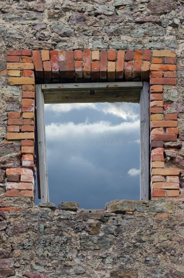 Cantería rústica arruinada de la albañilería de la pared de los escombros