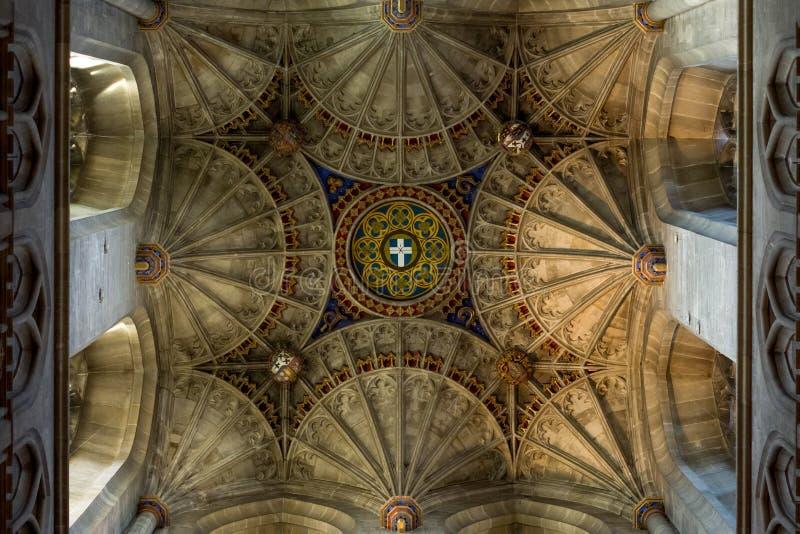 CANTERBURY, ANGLIA 8 NOV, 2018: Wnętrze Canterbury katedra Podsufitowy ornament zdjęcia royalty free