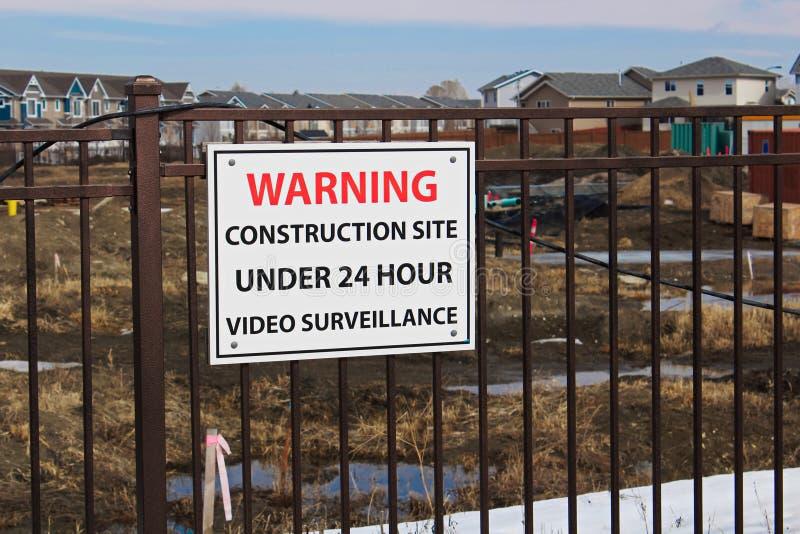 Cantiere d'avvertimento nell'ambito di 24 videosorveglianze di ora fotografia stock libera da diritti