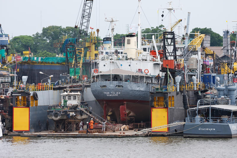 Cantiere navale su Chao Phraya River immagini stock