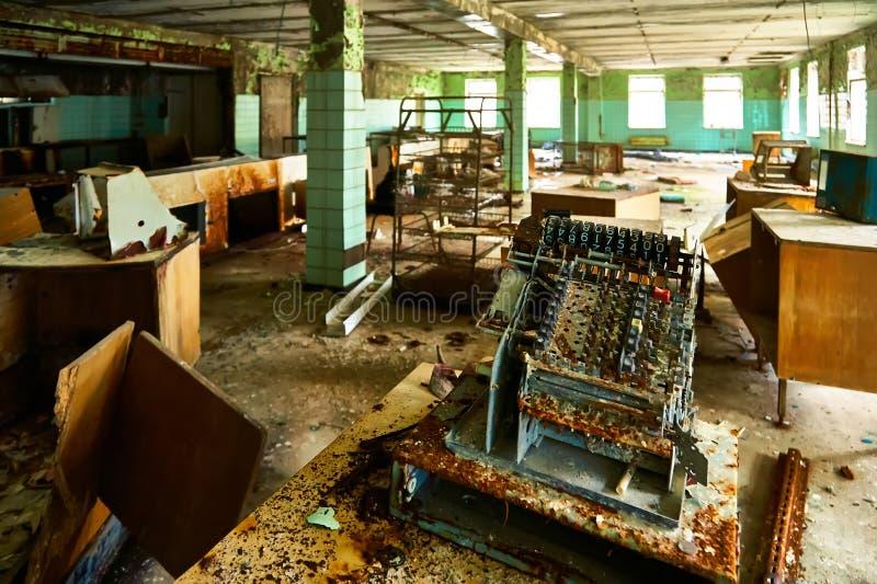 Cantina da escola na cidade de Pripyat em Ucrânia emptiness umidade Zona de exclus?o Atom5-01 (4) Casernas abandonadas do ex?rcit foto de stock royalty free