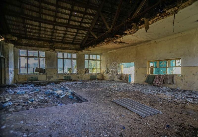 Cantina destruida de la escuela en la región de Donetsk fotografía de archivo libre de regalías