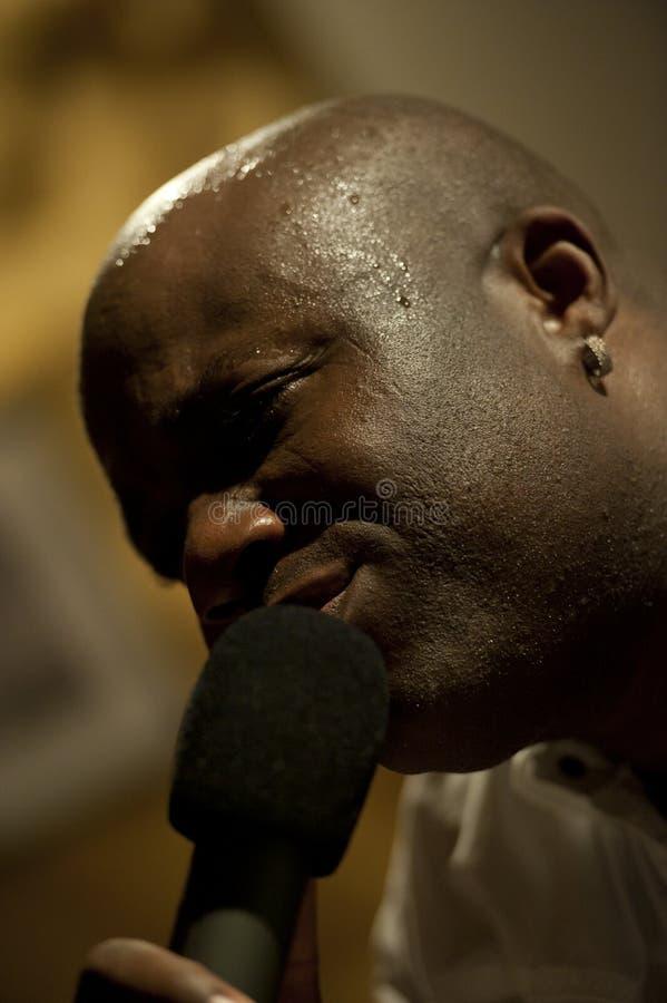 Canto africano del hombre vivo imágenes de archivo libres de regalías