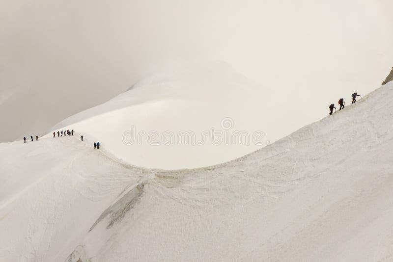 Canto de la nieve de Aiguille du Midi en el macizo de Mont Blanc imagenes de archivo