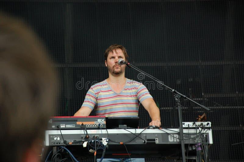 Canto di Klaas Janzoons e tastiera di gioco per vivere con la banda al festival di Pohoda, Trencin, Slovacchia di Deus - 8 luglio fotografia stock libera da diritti