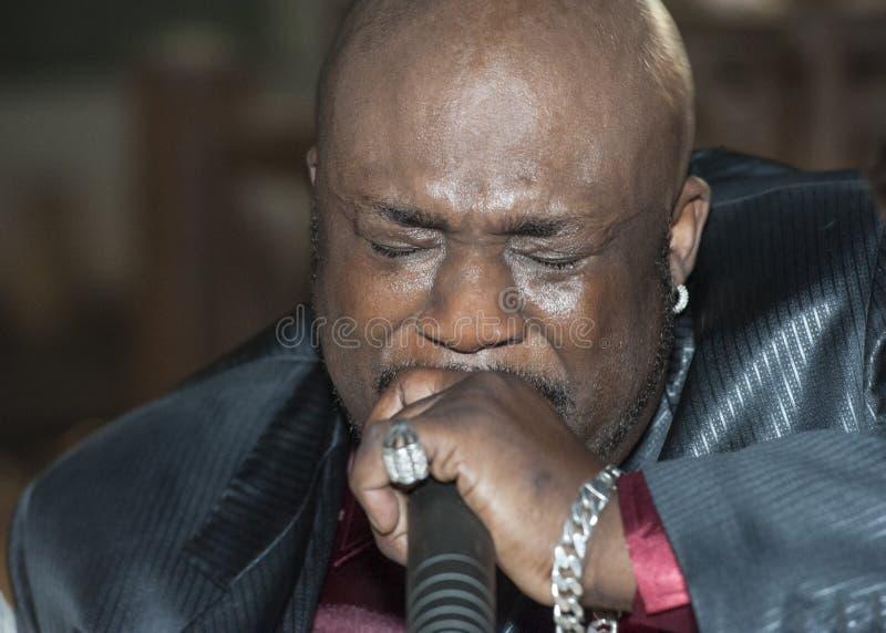 Canto masculino del africano negro vivo imágenes de archivo libres de regalías