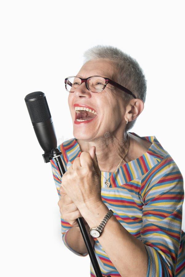 Canto senior di signora fotografie stock libere da diritti