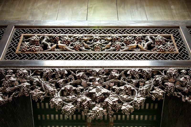Canton, attrazioni turistiche famose della Cina, corridoio ancestrale di Chen, scolpito con legno ha scolpito le figure popolari  immagini stock