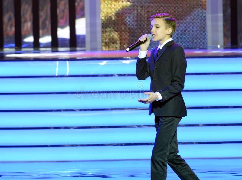 Cantor do russo, ator do teatro e cinema, o representante de Rússia em Junior Eurovision Mikhail Smirnov 2015 no ceremon foto de stock
