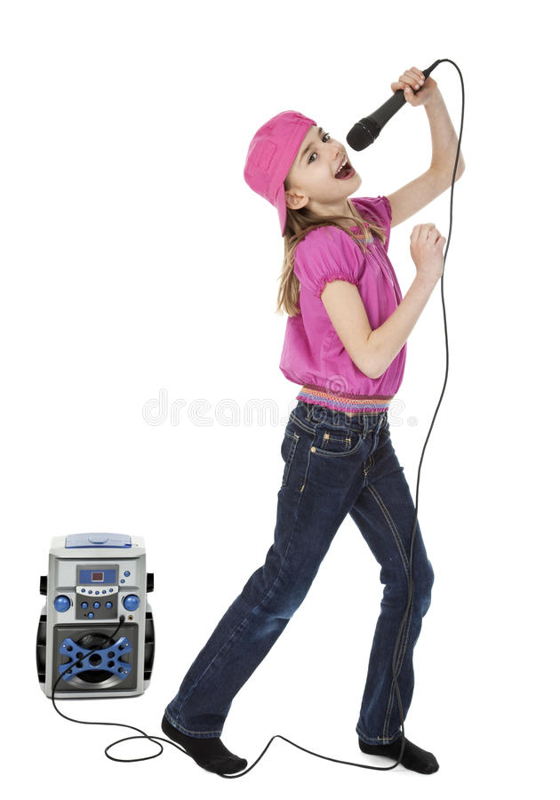 Cantor pequeno bonito do karaoke foto de stock