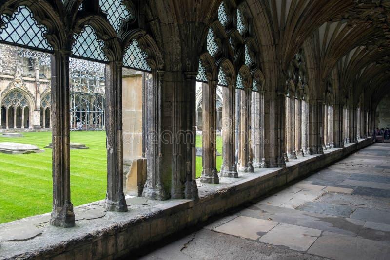CANTORBERY, KENT/UK - 12 DE NOVIEMBRE: Vista de los claustros en la poder imágenes de archivo libres de regalías