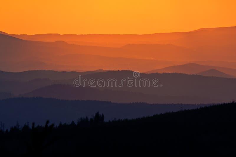 Cantos de la montaña imagen de archivo
