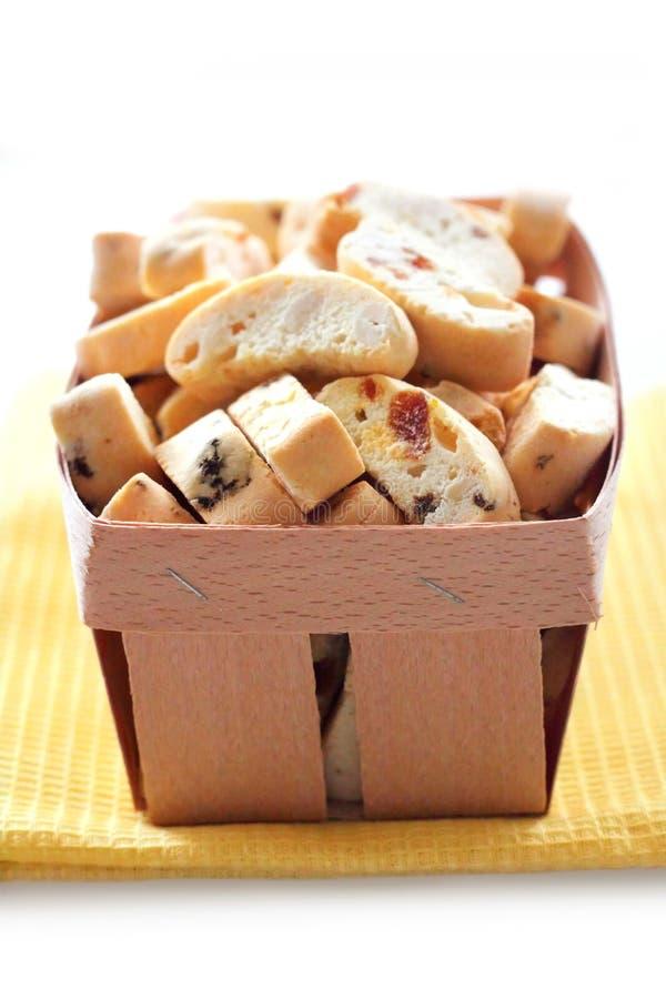 Cantuccini con le arachidi, le albicocche secche e l'uva passa immagini stock libere da diritti