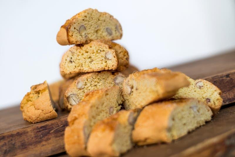 Cantuccini doux de biscuits avec des amandes photos libres de droits