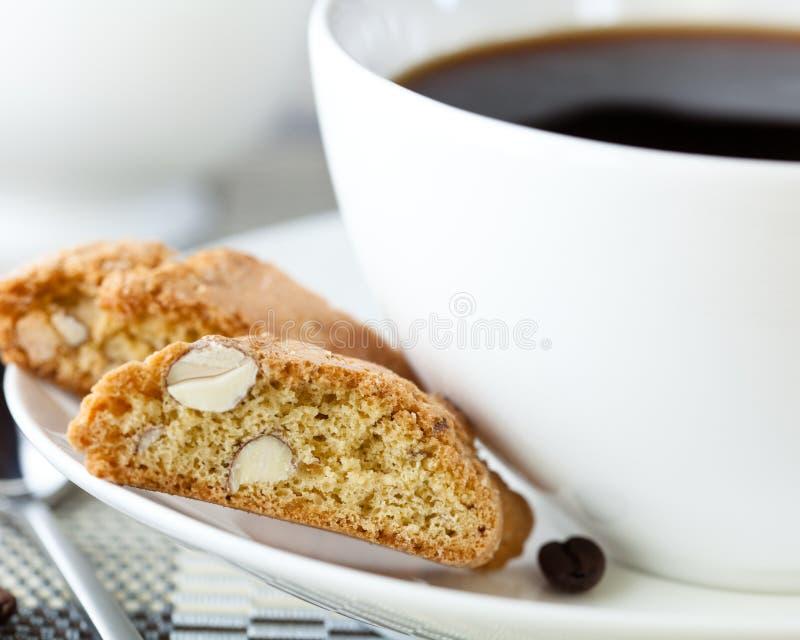 Cantuccini e una tazza di caffè fotografia stock
