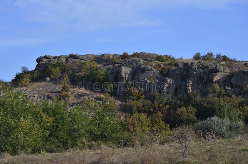 Canyon d'Aktovsky De l'autre côté de la rivière Mertvovod image libre de droits