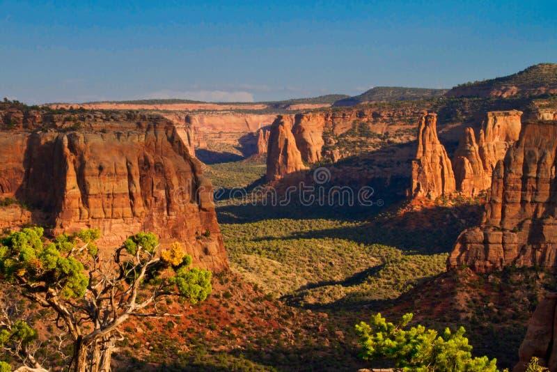 Canyon de monument au coucher du soleil de la roche de fenêtre photographie stock