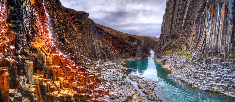 Canyon del basalto di Studlagil, Islanda immagini stock