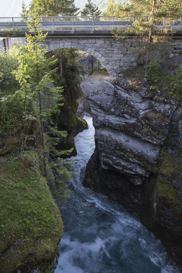 Canyon di Gudbrandsjuvet in Valldal, Norvegia immagini stock