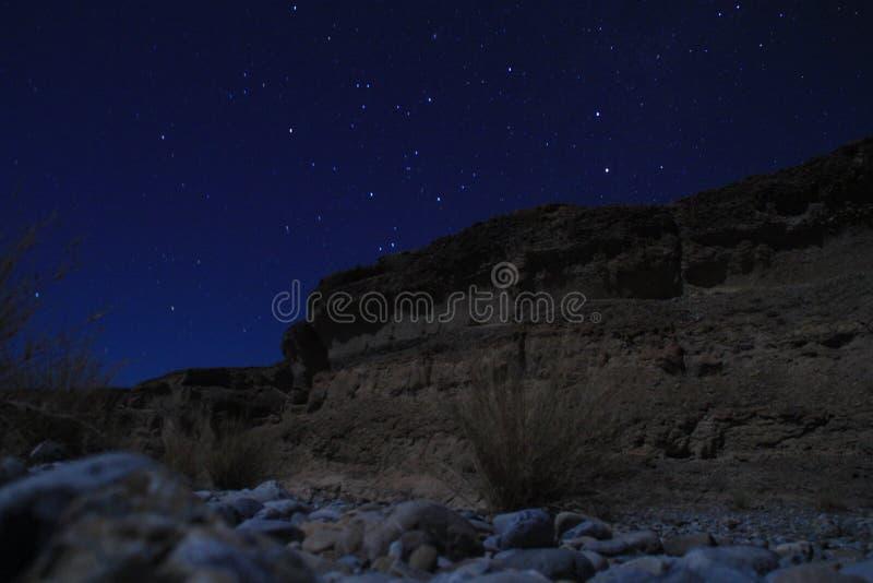 Canyon di Sesriem, una gola naturale scolpita da milioni potenti del fiume di Tsauchab di anni fa immagini stock libere da diritti