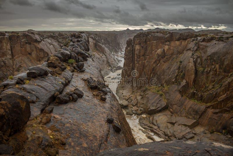 Canyon ripido nelle circostanze tempestose fotografia stock libera da diritti