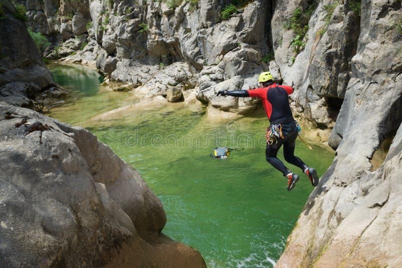 Canyoning i Spanien arkivfoton