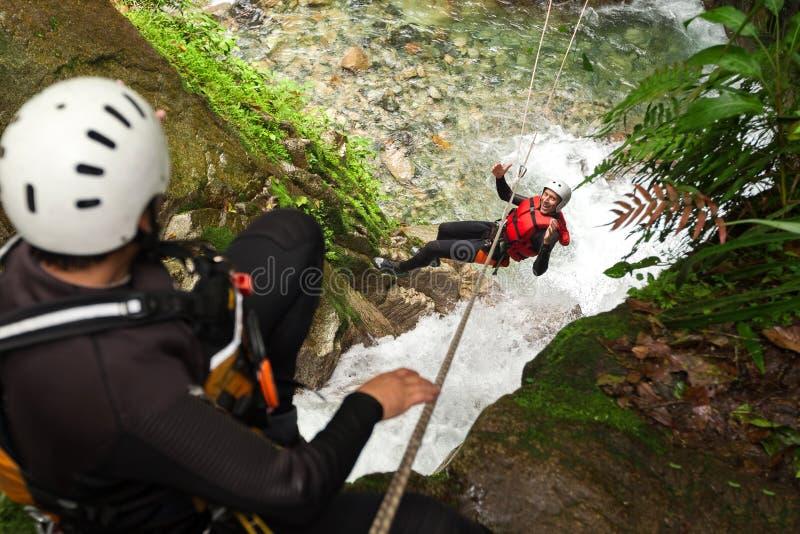 Canyoning-Ziplinie stockfotografie