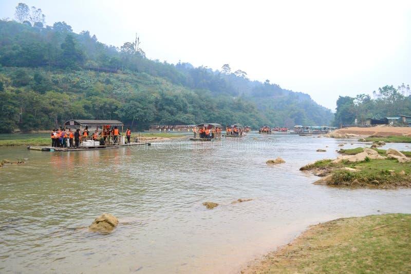 Cao Bang, Vietnam - 30. November 2018: Touristisches Besuchs-Ban Gioc Waterfall oder Detian Falls stockbilder