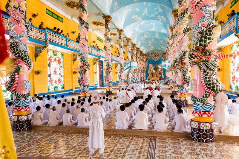 Cao Dai Ceremony in Tay Ninh, Vietnam stock afbeeldingen