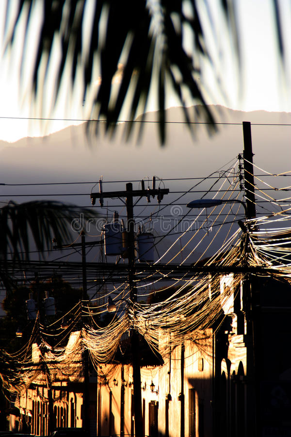 Caos del cavo contro piacere di pomeriggio fotografie stock libere da diritti