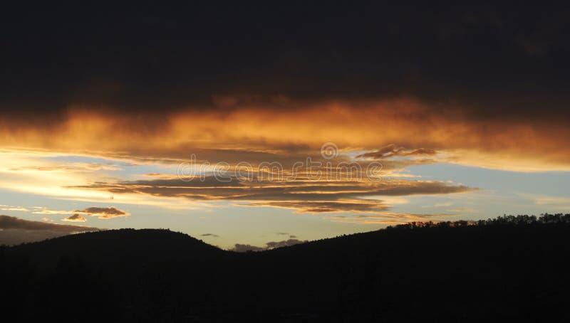 Caos en el cielo imagen de archivo