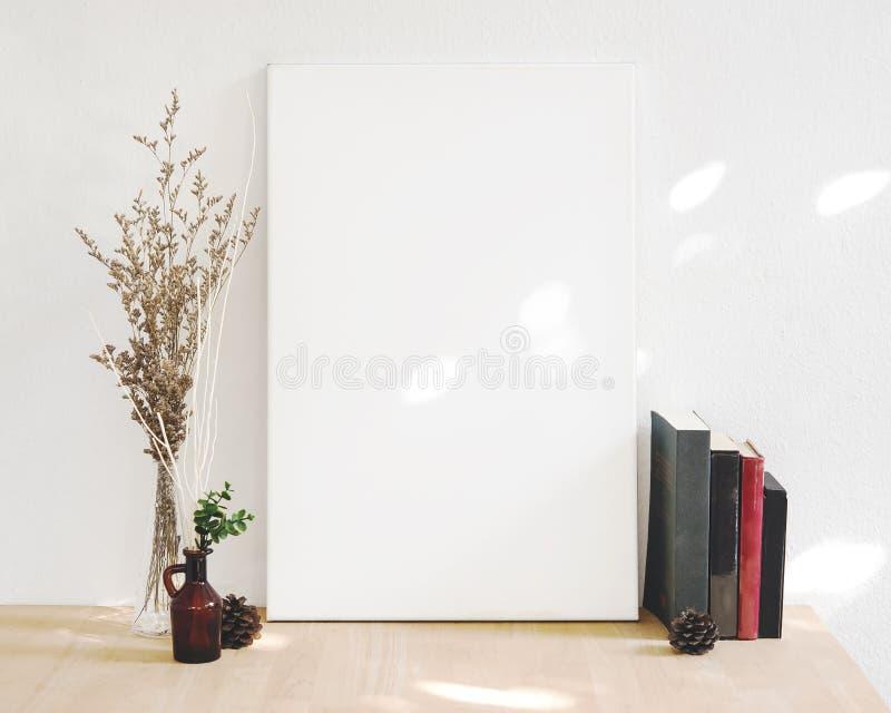 Capítulo blanco en blanco de la foto en de madera para la plantilla de la maqueta del diseño imagen de archivo