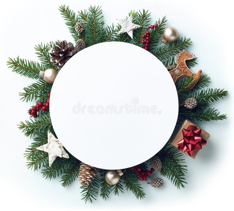 Capítulo de las ramas y de las decoraciones de árbol de navidad imagenes de archivo