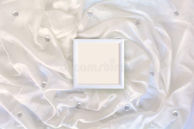 Capítulo en la seda blanca foto de archivo libre de regalías