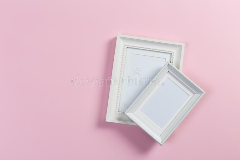 Capítulos en fondo rosado fotos de archivo