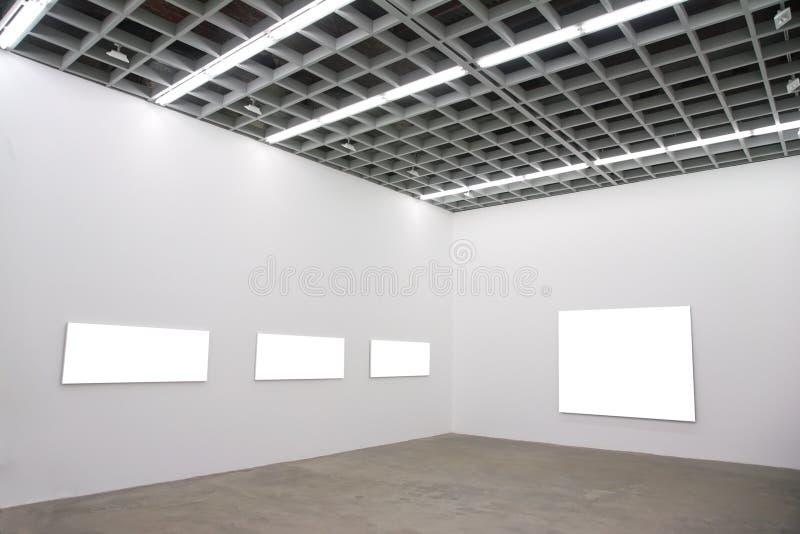 Capítulos en la pared en pasillo imagen de archivo