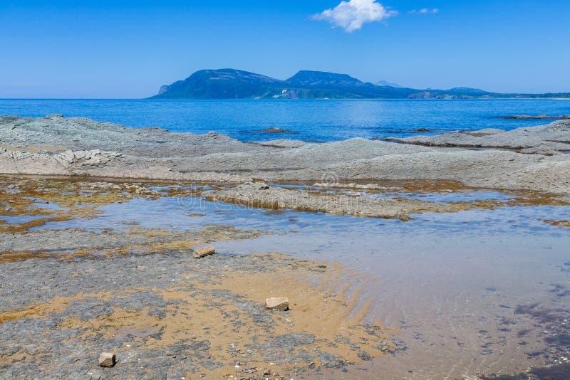 Cap Stolbchaty Cap sur la côte ouest de l'île de Kunashi images stock