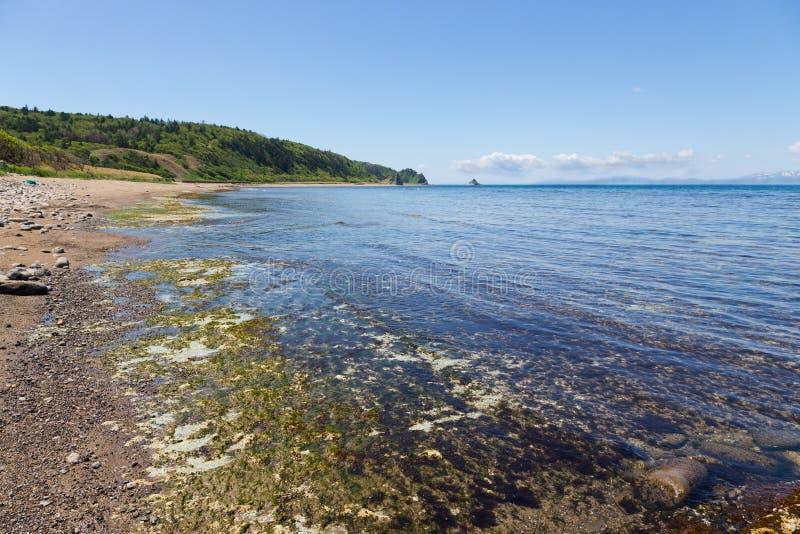 Cap Stolbchaty Cap sur la côte ouest de l'île de Kunashi photo stock