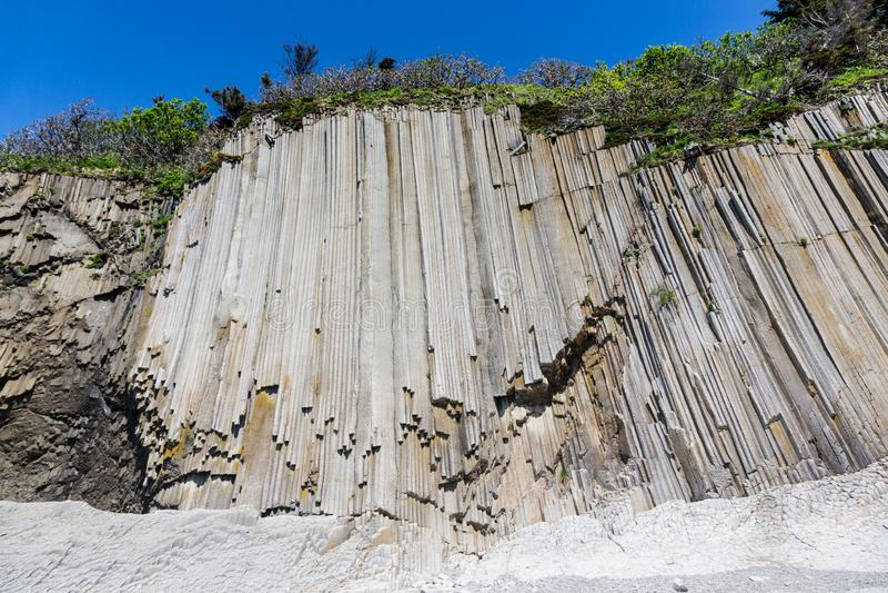 Cap Stolbchaty Cap sur la côte ouest de l'île de Kunashi photographie stock