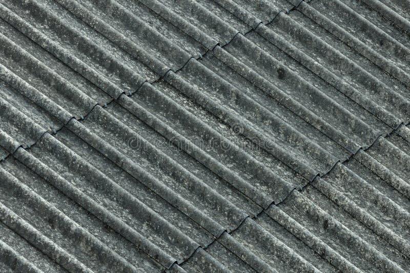 Capa acanalada del tejado del amianto fotografía de archivo libre de regalías