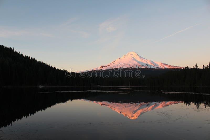 Capa da montagem no lago Trillium fotos de stock royalty free
