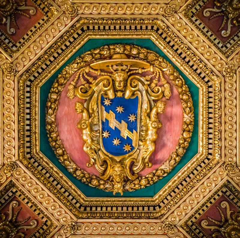 Capa de la familia de Aldobrandini de amrs en el techo de la basílica de Santa Maria en Trastevere en Roma, Italia fotografía de archivo