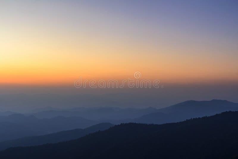 Capa de montaña y de horizonte foto de archivo libre de regalías