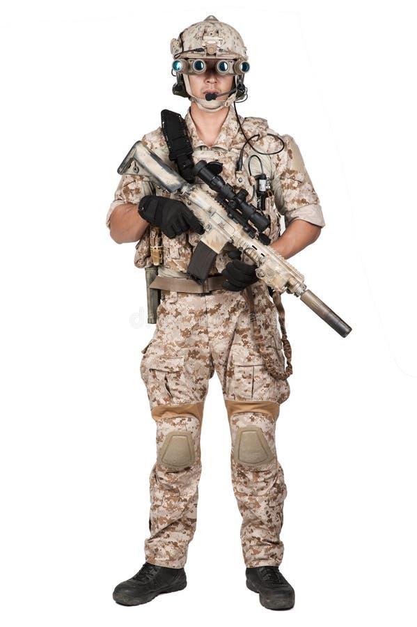Capacete completo da armadura do homem do soldado no isolado fotografia de stock royalty free