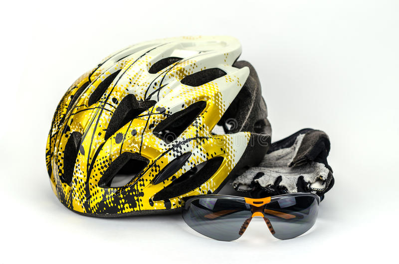 Capacete da bicicleta, vidros e luvas do ciclo fotografia de stock royalty free