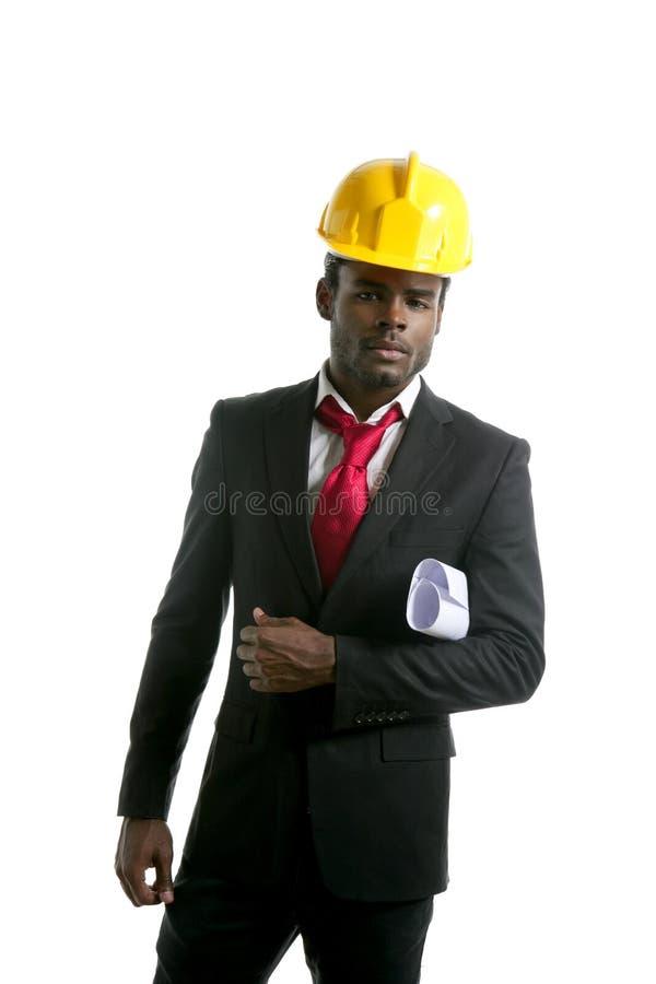 Capacete de segurança do amarelo do coordenador do arquiteto do americano africano fotos de stock royalty free