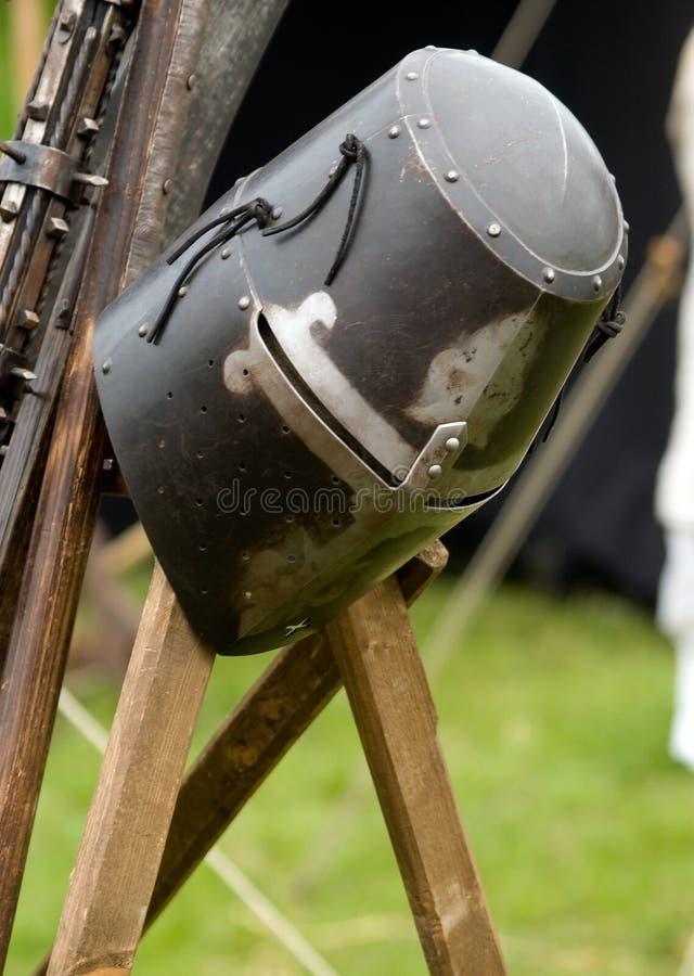 Capacete de um cavaleiro fotos de stock
